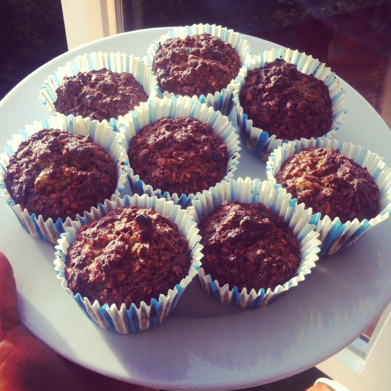 Lækre Og Sunde Kokosmuffins Med Nødder Dadler Og Chokolade Mayadroem